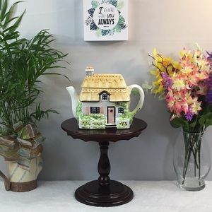 HANDCRAFTED COTTAGE TEAPOT